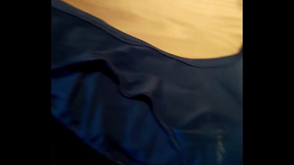 calzones sucios azules de mi cuñadita y despues de olerlos les echo mis babitas