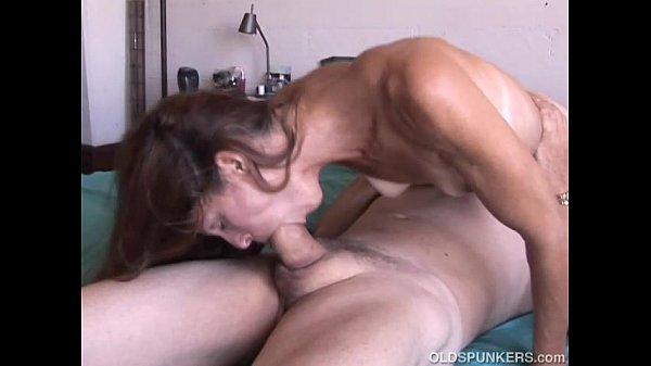 Опущенная для удовольствий Марина любит когда кончают в рот