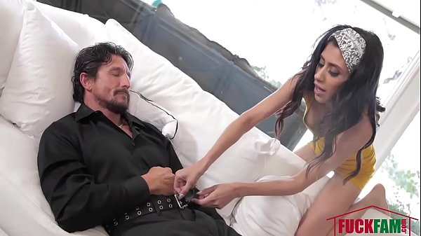 Angel Del Rey In Plan To Fuck Her Step Dad Thumb