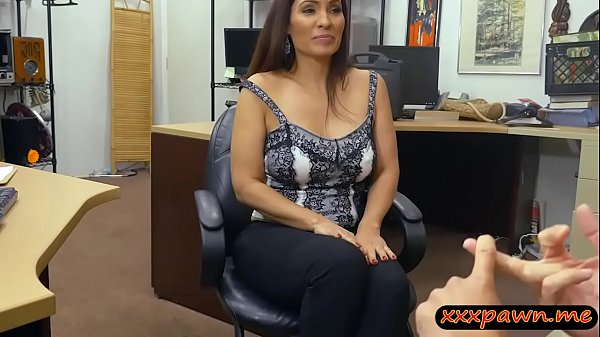 Huge boobs woman railed by pawn keeper at the pawnshop