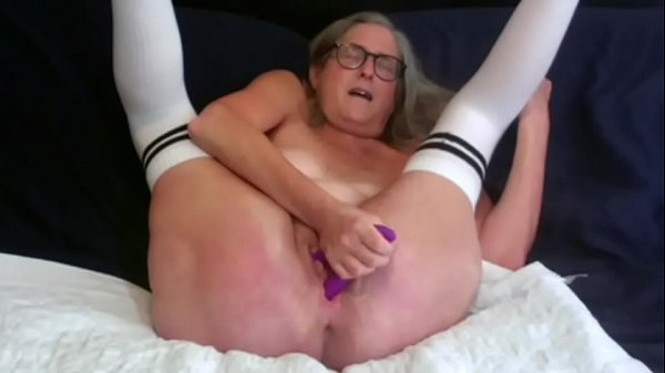 Horny Mature Milf Toys Wet Pussy Until She Oozes Creamy Cum