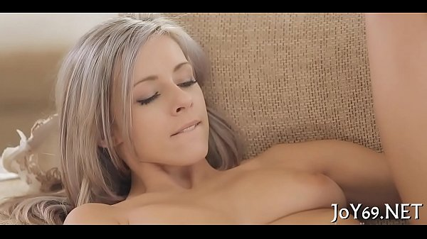 Solo honey toys her pussy Thumb