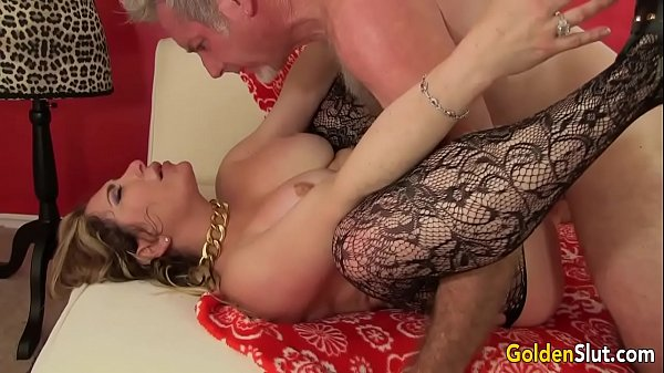 Experienced Tart Savannah Jane Fucked by a Fat Cock Thumb