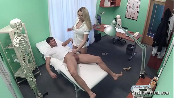 Guy insted perscription gets blowjob