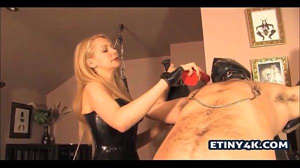 Часная съёмка первого анального секса