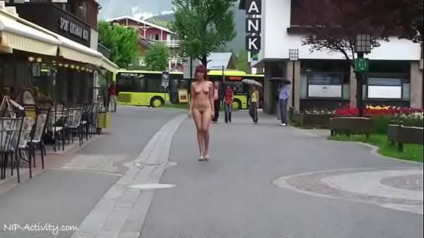 Эксгибиционизм показывает раздеваются публичный секс брюнетка
