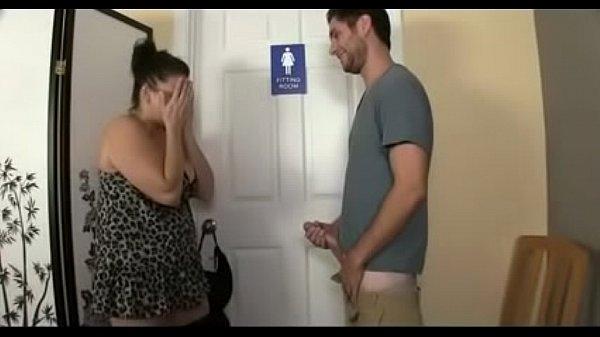 Сын подсматривает как мастурбирует мама