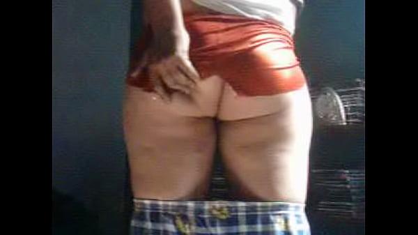 Nalguitas con minifaldita roja