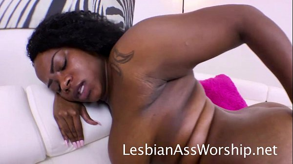 Sindell Angel & Olivia Rain Ebony Lesbians Eating Ass
