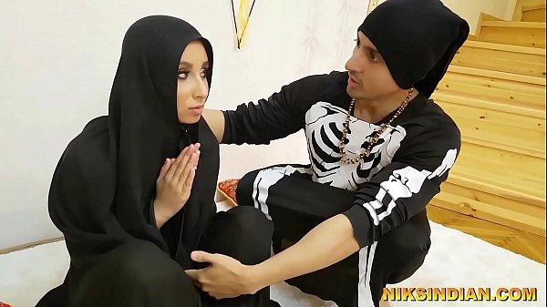 मौलवी ने मुस्लिम महिला का बुर्का उठा कर उसके साथ दुष्कर्म किया और अपनी हवस बुझाई