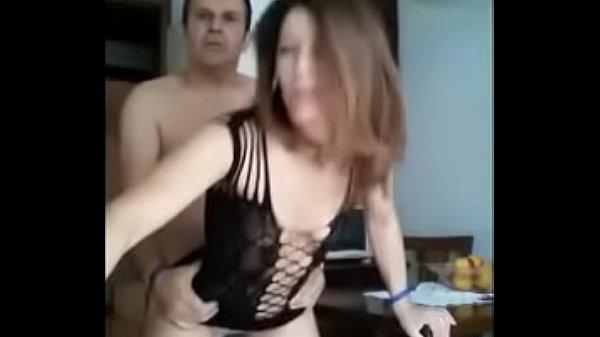 Mis padres se graban cojiendo y les robo el video de su celular DESCARGAR COMPLETO AQUI: