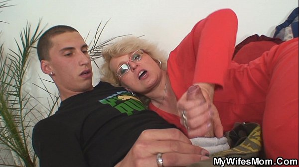 Wife finds him fucking mom in law and gets insane Thumb