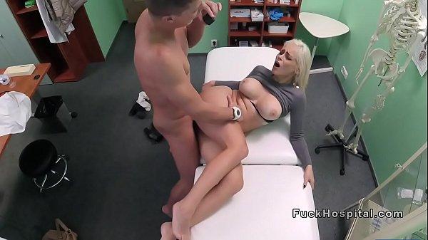 סרטון פורנו Busty blonde asked doctor fuck her