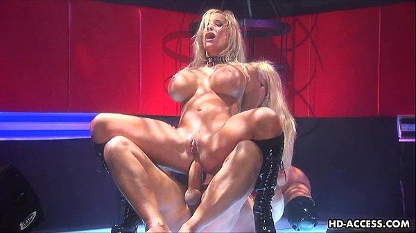 סרטון פורנו Wicked hot blondes fuck and suck in a threesome