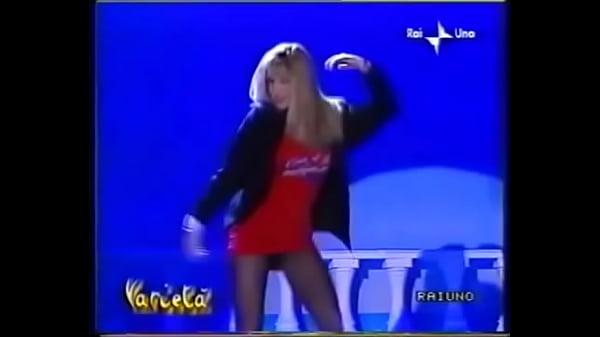 Simona Tagli - Stacchetto Vestitino Rosso 1
