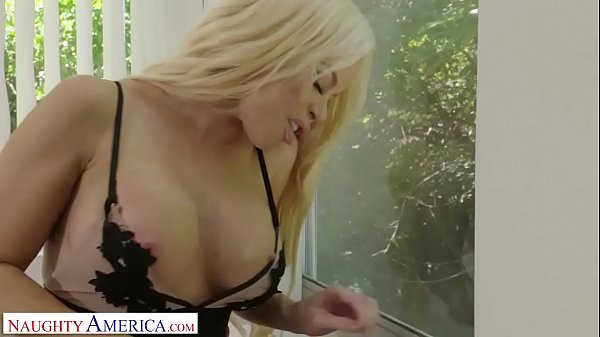 Naughty America Brenda Phillips (Nikki Delano) fucks the gardener while her husband is at work Thumb