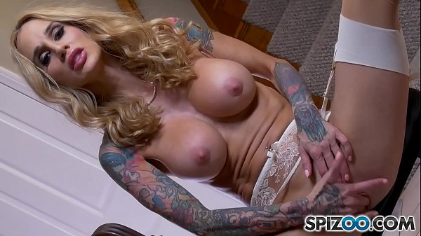 Sarah Jessie Playing with her Big Pussy Lips and Fingering herself Thumb