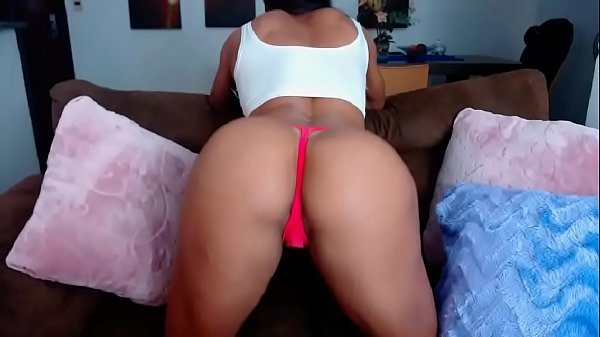 Muscular brazillian N4ND4BR4Z1L shows ass