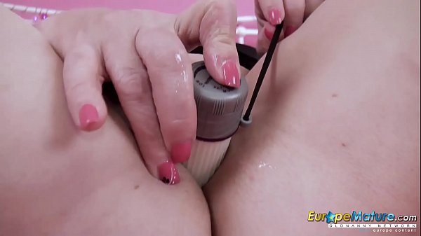 EuropeMature White vibrator in Trisha's pussy