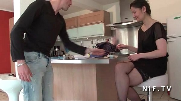 Amateur french mom seduces boy and gets her ass nailed