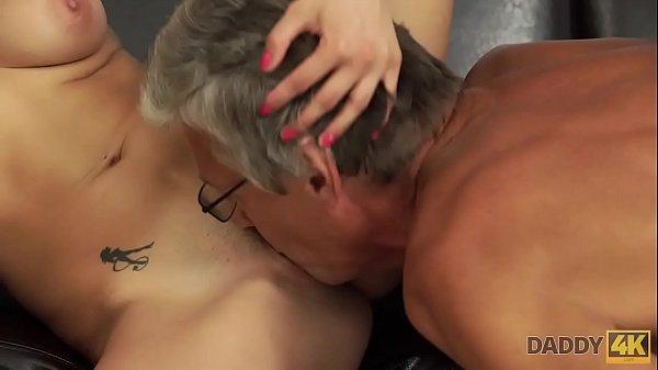 DADDY4K. Sexo con su padre después de la piscina
