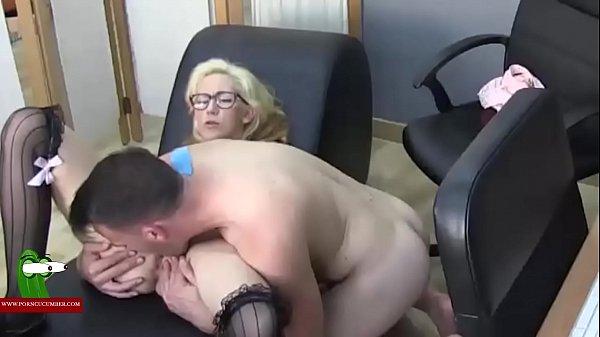 Порно белые мужики ебут нигритянку в чулках