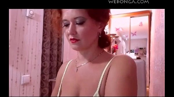 beautiful Camgirl playing on live webcam webonga.com