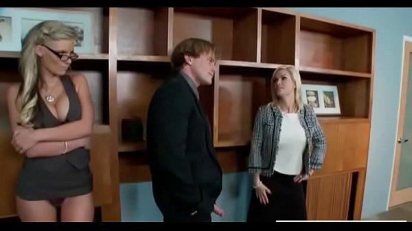 Жена в кабинете мужа