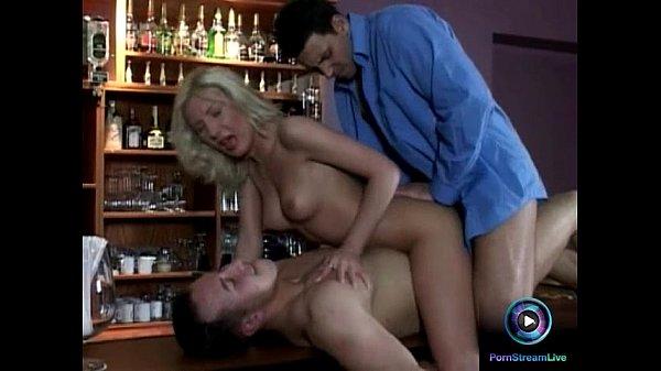 Порно фильм первый раз двойное проникновение