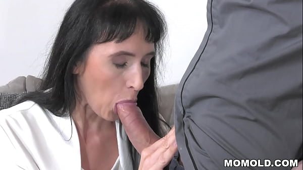 Dude invites an older woman to his home to have some fun - Sissy