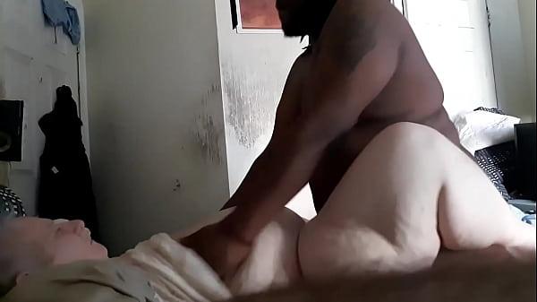 Porno ebano scopa moglie mentre il marito si toglie