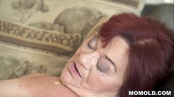 Зрелая мама играла в карты порно