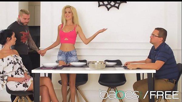 MEAT THE PARENTS featuring (Monique Woods, Loren Minardi, Dean Van Damme) Thumb