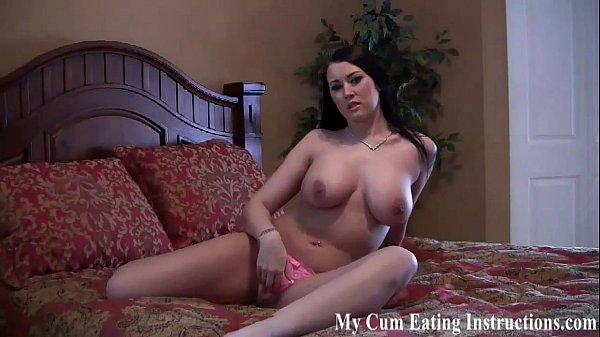 Порно видео мастурбация под одеялом