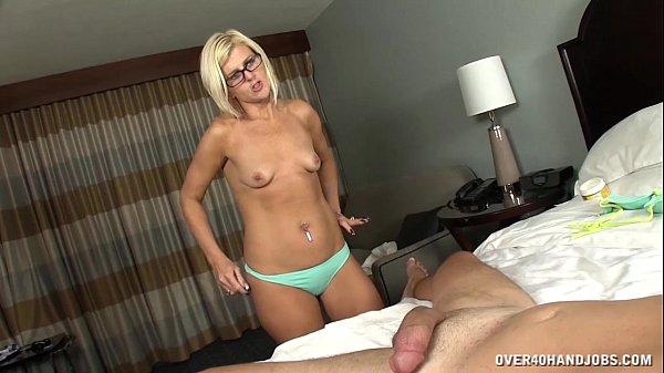 Жена дрочит мужу скачать