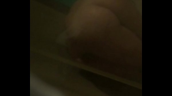 valeria teen shower