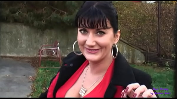 The whore for money is willing to fuck in any place