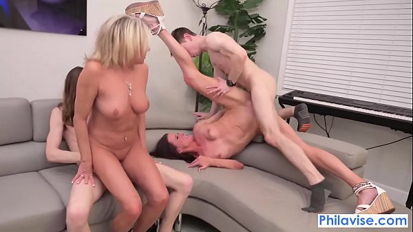 Mom swap with Sofie Marie and Payton Hall