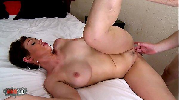 Huge tits milf from Australia : Yasmin Scoot hard fucking video