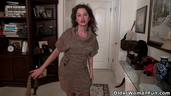 American milf Serena Cruz will masturbate for you