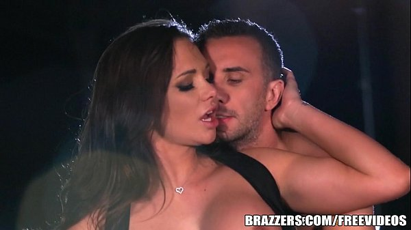 Brazzers - Destiny Dixson gives cabby a good tip Thumb