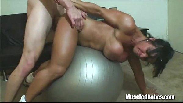 Порно секс с женщина качек видео