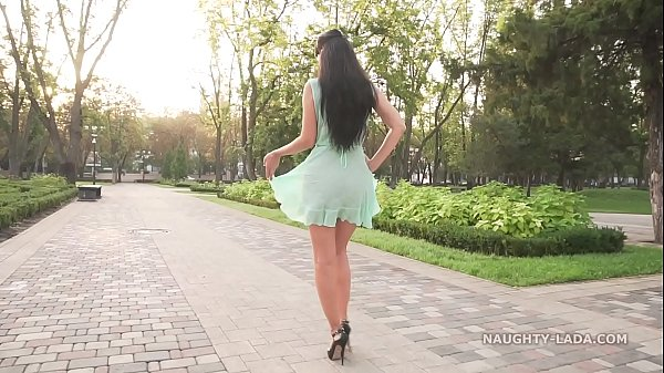 В прозрачном платье на публике видео