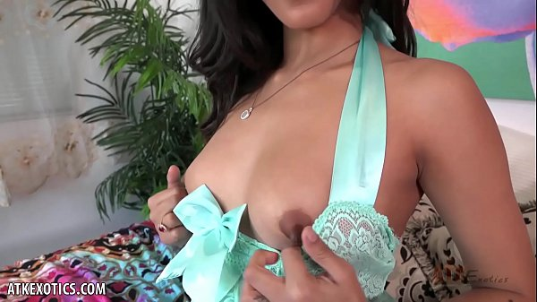 Sophia Leone loves to cum in front of you Thumb