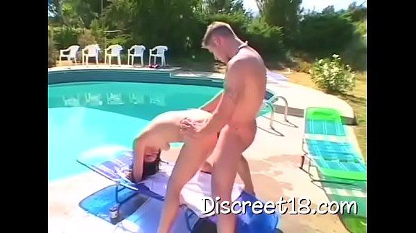 В бассейне порно фильмы