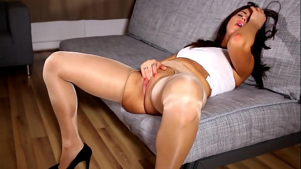 Really Hot Brunette True Amateur Nikki´s Incredibly Sexy Pantyhose Tease