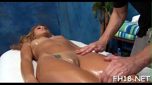 Сын заливает матери пизду спермой