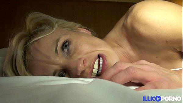 Cougar sexy veut se faire démonter [Full Video]