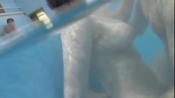 泳池母子乱伦 Thumb