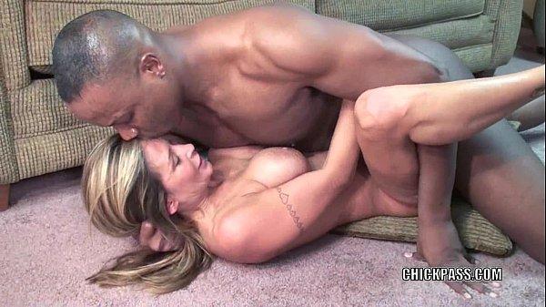 Mature slut Leeanna Heart is taking some black dick